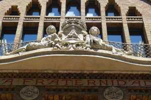 Detall de la façana de la Fraternitat.