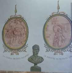 Detall dels medallons a la sala d'Esgrima.