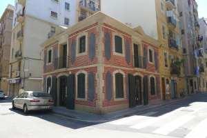 Façana de la Casa de la Barceloneta.