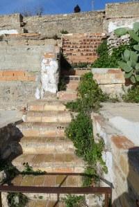 Escales entre barraues del barri dels Canons.