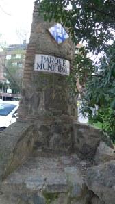 Muret de l'antiga entrada al parc.