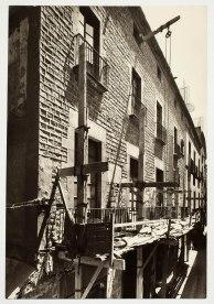 Obres de rehabilitació en el palau Berenguer d'Aguilar, 17/7/1954, Fondo Jaume SabartésFons documental del Museu Picasso, Barcelona. Fotògraf: desconegut