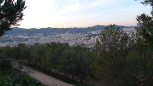 Una de les panoràmiques que es poden veure. De dreta a esquerra: el turó de la Peira, Horta i la Vall d'Hebron.