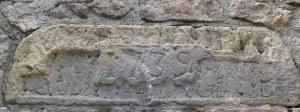 Pedra amb inscripció a la font del Cuento.