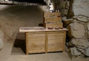 La taberna amb objectes de vidre.
