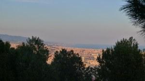 Vista de barcelona i la línia de costa fins a Badalona.