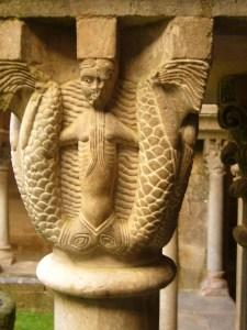 Capitell de la sirena amb dues cues.