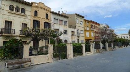 Casetes modernistes al carrer Sant Pau.