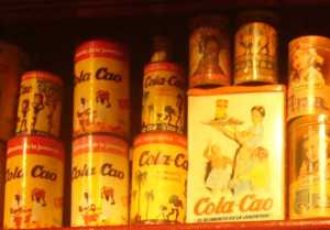 Envasos de Cola Cao de diferents èpoques.