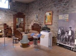 Mobles d'una habitació a l'exposició.