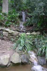 Salt d'aigua a la part baixa de la fondalada.