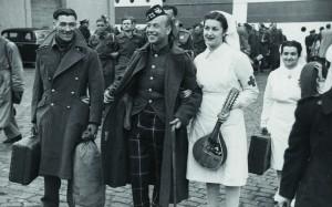 Intercanvi de presoners anglesos i alemanys al port, 17 maig 1944. AFB.