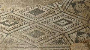 Paviment amb mosaic del frigidarium.