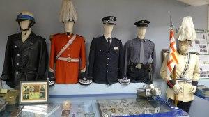 Diversos uniformes de la Guàrdia Urbana.