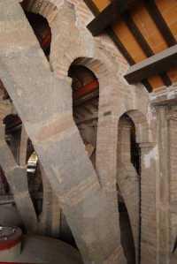 Arcs a la coberta del celler.