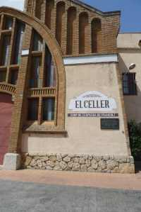 Part de la façana del celler.