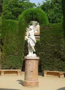 Estàtua d'Eros al centre del laberint.