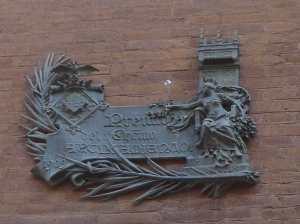 Placa del premi al millor edifici del 1909.