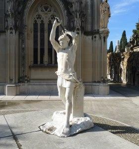 Panteó Vial amb  escultura de Clarasó.