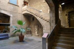 Pati del segle XVI traslladat des del carrer dels Templers.