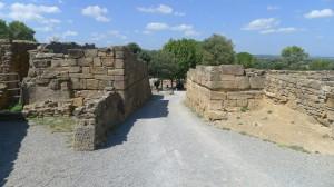 Porta principal de la muralla des de l'interior.