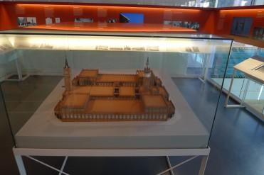 Exposició permanent sobre l'edifici amb la maqueta.