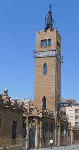Torre amb el nom de la fàbrica.