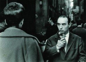 Ignasi Marroyo. Retrat_de_joan_colom_fotografiant_al_barri_xino_1961.jpg