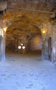 Túnel d'entrada al recinte del castell.