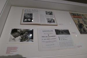 Vitrina del documental sobre J M de Sucre. Foto JAF.