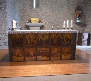 Altar amb la còpia del frontal.