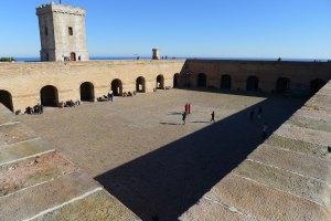 Pati d'armes del castell de Montjuïc.