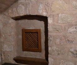 Confessionari a la paret.