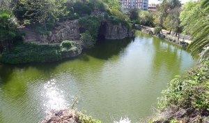 El llac vist des del salt d'aigua.