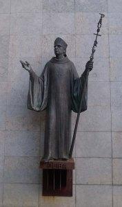 Estàtua de l'abat Oliba.