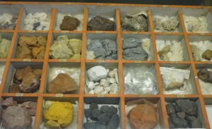 Calaix amb minerals.