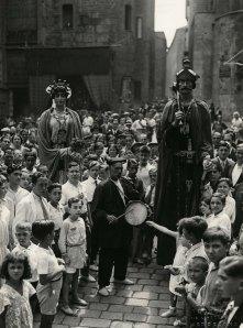 Els gegants a la plaça Nova. 1932. Foto: Sagarra i Torrents-Arxiu AFPN.