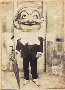 Capgròs Cu-cut a la plaça Nova. 1907. Arxiu AFPN.