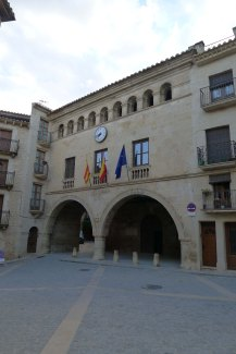 La Plaça i l'Ajuntament.