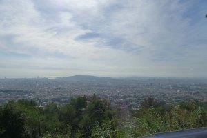 Panoràmica de Barcelona des de la balconada de l'observatori.