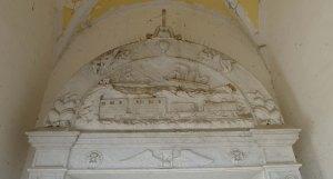 Detall arc capella. Escultor F. Casoni.