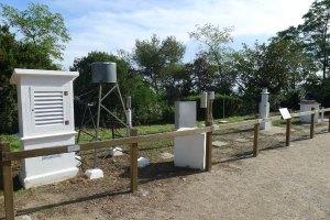Estació meteorològica als jardins de l'observatori.