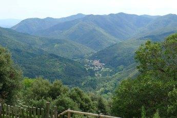 El poble d'Osor des del santuari del Coll.