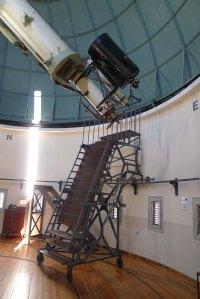 Telescopis i escala per a fer observacions.