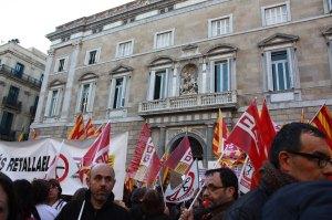 Manifestació a la plaça Sant Jaume.