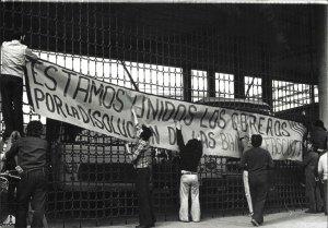 Pancarta contra les bandes feixistes.