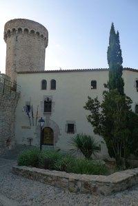 Museu Municipal i torre de la muralla.