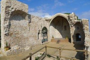 Restes de l'església gòtica de Sant Vicenç.