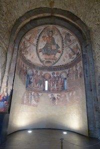 Absis central amb la reproducció de les pintures murals.