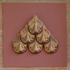 Mostra de rajoles amb daurats.